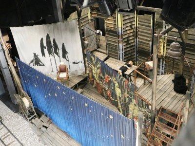 La scène de spectacle vue d'en haut.