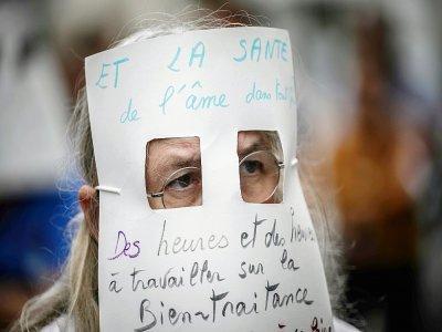 Un manifestant à Lyon contre  l'obligation vaccinale pour les personnels soignants, le 14 septembre 2021    JEFF PACHOUD [AFP]