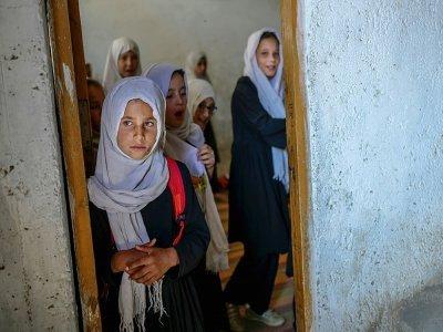 Des écolières dans une école où elles sont séparées des garçons à Kaboul le 15 septembre 2021    BULENT KILIC [AFP]