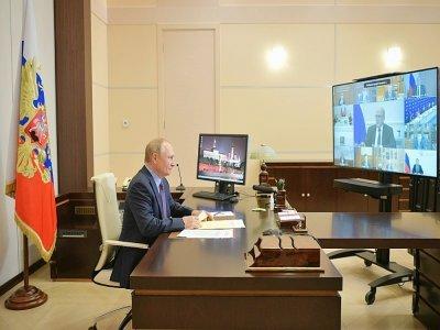 Le président russe Vladimir Poutine participe à une réunion par visioconférence avec des membres du gouvernement, depuis sa résidence de Novo-Ogariovo, près de Moscou le 14 septembre 2021 - Alexei Druzhinin [SPUTNIK/AFP]