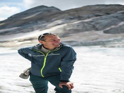 Pierre René sur le glacier d'Ossoue au pic du Vignemale au sud-ouest de Toulouse dans les Pyrénées le 5 septembre 2021 - Matthieu RONDEL [AFP]