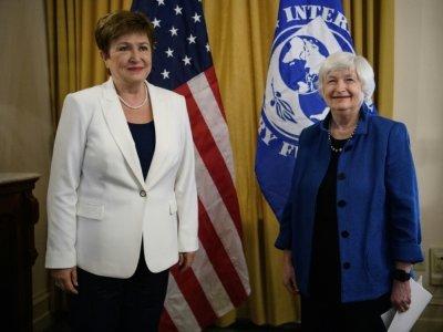 La directrice du FMI Kirstalina Georgieva (g) et la secrétaire américaine au Trésor Janet Yellen, le 1er juillet 2021 à Washington - Nicholas Kamm [AFP/Archives]