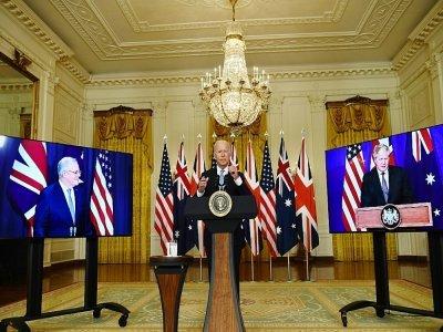 Le président américain Joe Bide en visioconférence avec les Premiers ministres australien Scott Morrisson et britannique Boris Johnson, le 15 septembre 2021 à la Maison Blanche, à Washington - Brendan Smialowski [AFP]