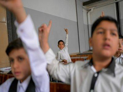 Des garçons en classe, à l'établissement scolaire Esteqlal de Kaboul, le 18 septembre 2021 - BULENT KILIC [AFP]