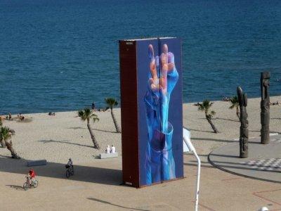 Container recouvert d'une fresque et exposé au Barcarès, le 17 septembre 2021 - RAYMOND ROIG [AFP]