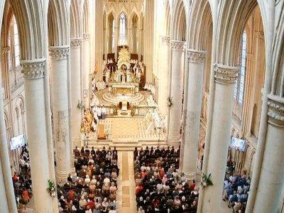 Messe d'installation, dans la cathédrale de Sées. - Facebook diocèse de Seés