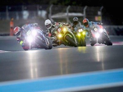 Les pilotes se disputent la victoire dans la 84e édition Bol d'Or, sur le circuit Paul-Ricard au Castellet, le 18 septembre 2021 - Nicolas TUCAT [AFP]