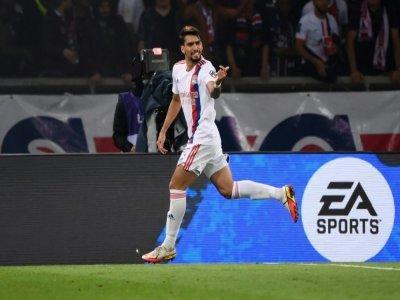 Le Brésilien Lucas Paqueta célèbre son but pour l'OL face au PSG au Parc des Princes, le 19 septembre 2021 - FRANCK FIFE [AFP]