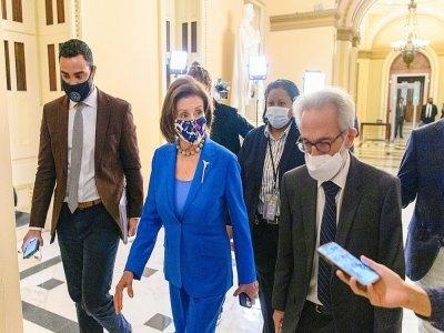 La présidente de la Chambre des représentants Nancy Pelosi dans les couloirs du Capitole à Washington, le 12 octobre 2021 - MANDEL NGAN [AFP]