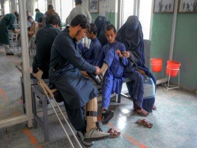 Des amputés au centre de réhabilitation du Comité international de la Croix Rouge (CICR) de Kaboul le 11 octobre 2021 - BULENT KILIC [AFP]