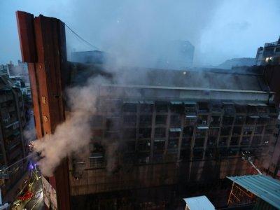 Incendie dans un immeuble de la ville de Koahsiung, le 14 octobre 2021 dans le sud de Taïwan - Johnson Liu [AFP]