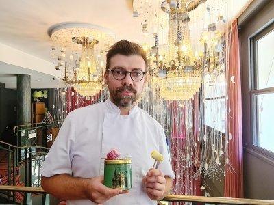 Anthony Gelin est le pâtissier de la Maison Stiffler à Caen.