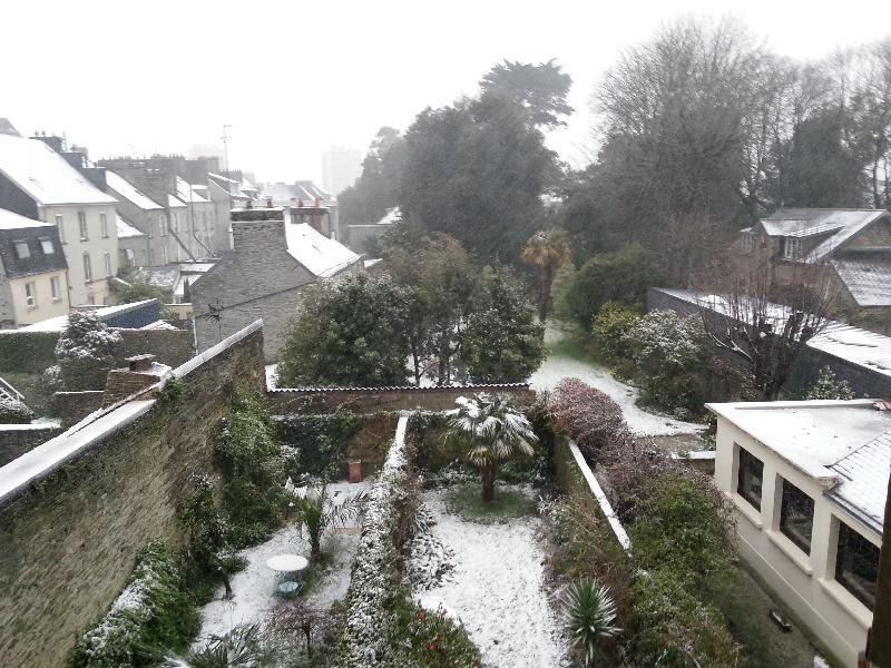 Les jardins des Cherbourgeois étaient enneigés ce matin.