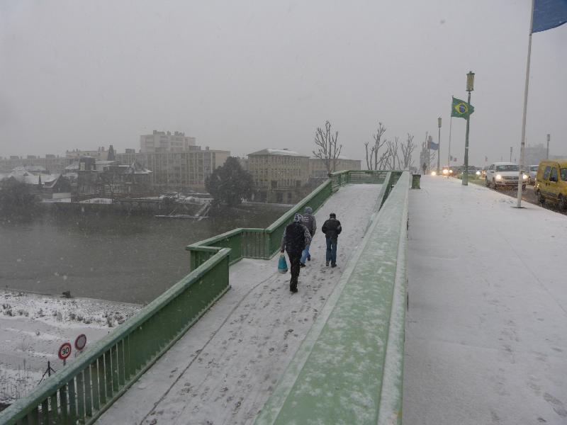Le pont Corneille fouetté par la neige - Thomas Blachère