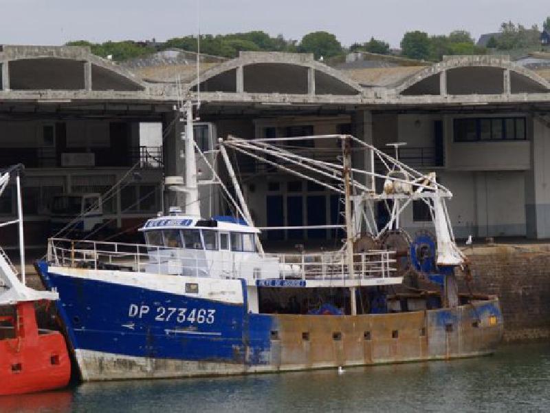 Le Rêve de Mousse a pris en charge les marins du Loïc-Lucas quelques minutes après le naufrage - Cross Jobourg