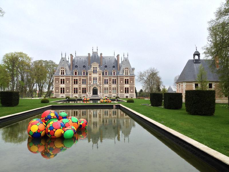 Les oeuvres organiques de Jérôme Loq'r offrent une nouvelle perspective au château de Saint-Pierre-de-Varengeville.