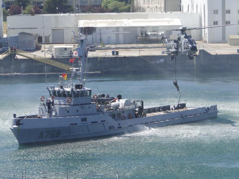 Gare au soulèvement d'eau avec l'EC-225 ! - Marine Nationale