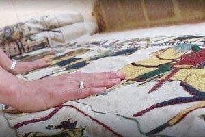 Une Anglaise fait une réplique maison de la tapisserie de Bayeux